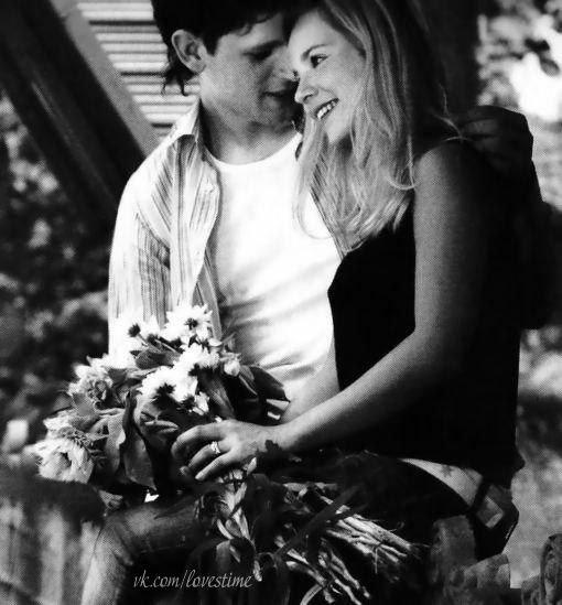 Она его любит он ее ищет и ненавидит